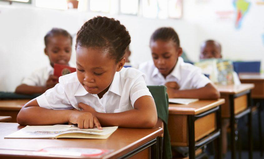Afrikanisches Mädchen in der Schule